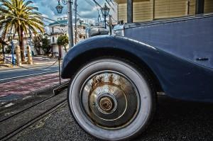 錆びているホイールのロールスロイス@RUSTED CAR