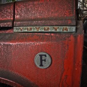 錆びたトヨタF型ボンネット消防車Part3、「F型」ロゴ@RUSTED CAR