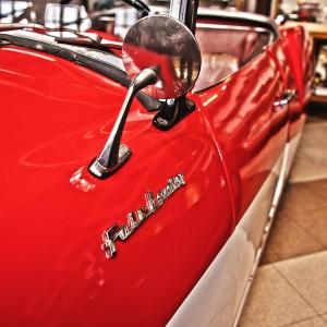 左ハンドルの初代ダットサン・フェアレディのエンブレム@Vintage Car