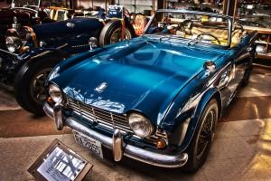 寄り目のデザインが特徴的なトライアンフ・TR4@Vintage Car