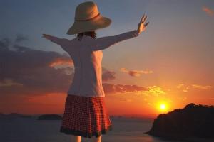 両手を水平にする3Dモデル【瀬戸内海の島に沈んでゆく夕日シーン】@瀬戸埠頭の見える岬でHDR