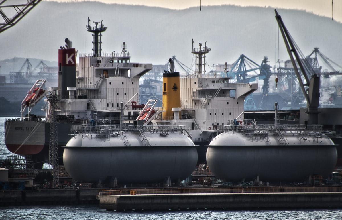 サノヤスドックのLNGタンク