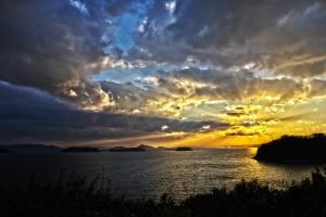 この日、いちばんHDR写真らしいと思った一枚は、これです。@瀬戸埠頭の見える岬でHDR
