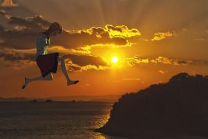 ジャンプする少女の3Dモデル【瀬戸内海の雲間から顔を見せた夕日編】@瀬戸埠頭の見える岬でHDR