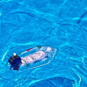 おもちゃのゴムボートを浮かべたプール@たまの港フェスティバルでHDR