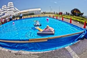 ラジコンボート走行会のクジラのようなラジコンボート@たまの港フェスティバルでHDR