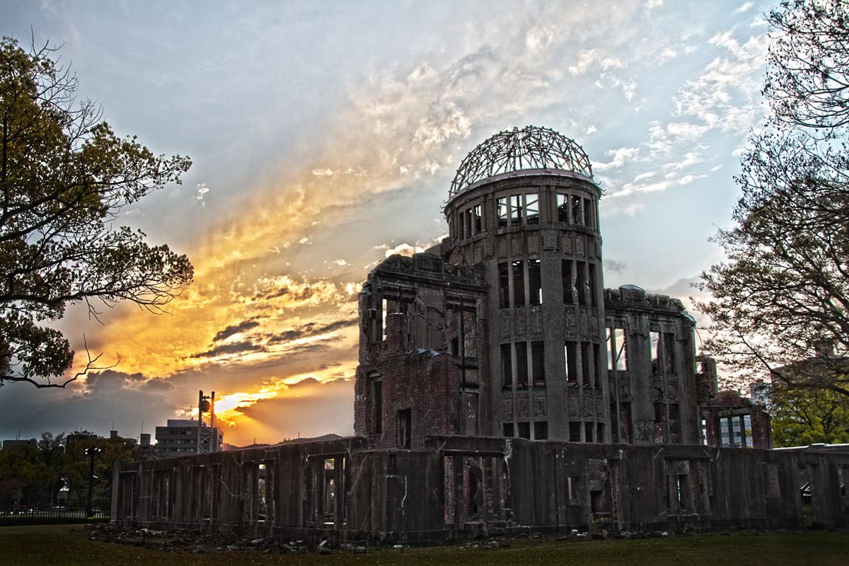 夕焼けと原爆ドーム