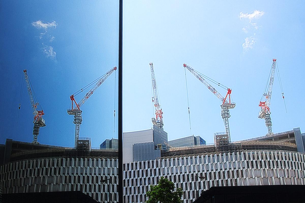 ビルディング建設中の大型クレーン