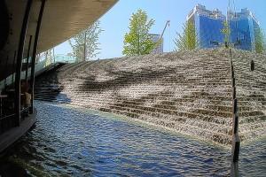 うめきた広場の人口池から見た梅田スカイビル@Building in Sky