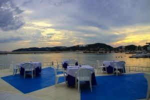 ビーナスロードへはホテルリマーニからボートで出発@黒島ビーナスロード