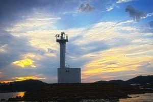 ボートの上から灯台@黒島ビーナスロード