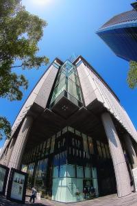 グランフロント大阪地下の柱巻きサイネージSHOP&RESTRANT@Building in Sky