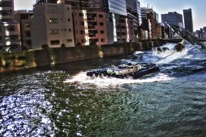 大川に墜落したTieFighterを引っ張るタグボート@FESTIVAL TOWER WEST