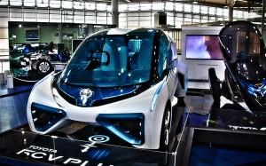 燃料電池車のトヨタFCV PULUS@MEGAWEB