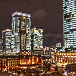 新丸ビル7階テラスからの駅前広場@夜の東京駅丸の内駅舎