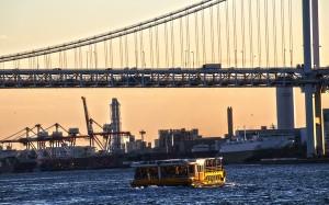 レインボーブリッジを通過する東京クルーズの海舟@東京湾クルーズ