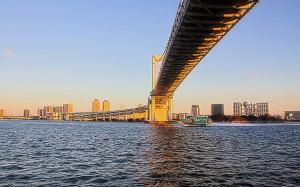 レインボーブリッジの下を走る高速ジェット船@東京湾クルーズ